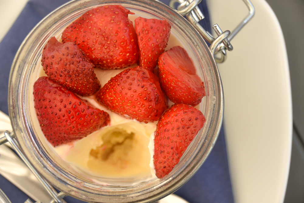 Bez Burger - Strawberry Mascarpone Dessert